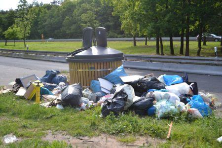 Müll auf der B45. Auffahrt Ober-Roden Richtung Hanau. Dann der erste Parkplatz