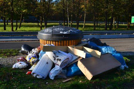 Viel zu kleine Müllbehälter für den Restmüll aus Rödermark