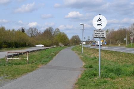 Am Friedhof vorbei (Richtung Waldacker) nach Messenhausen.