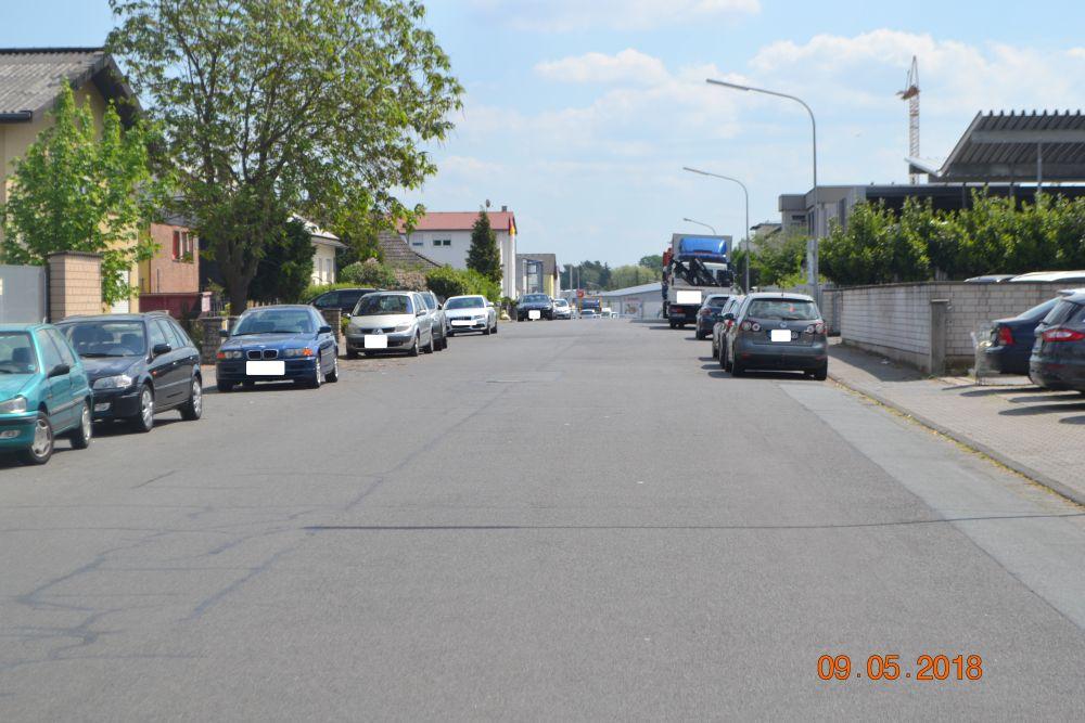 Max-Planck-Straße gegen 12:45h nach dem Einkauf REWE Dietzenbach.
