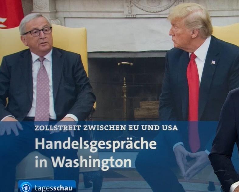 Trump imitiert Merkel