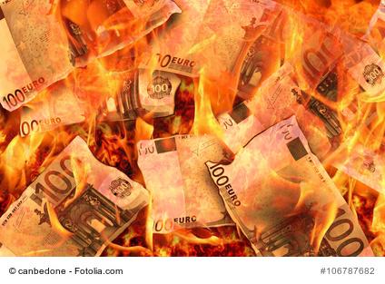 Geld verbrennen.