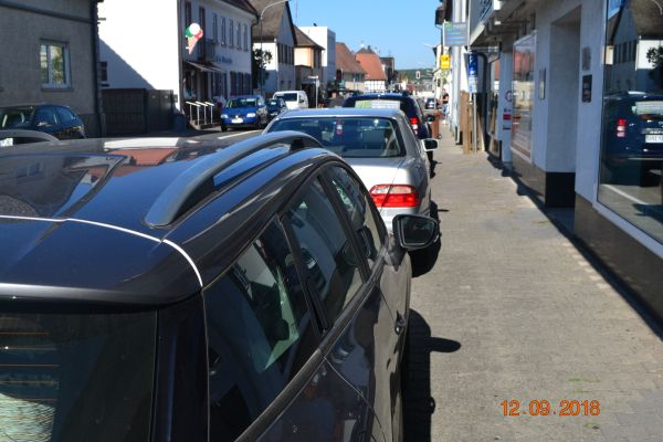 Parken vor der Postagentur in Urberach