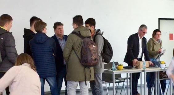Dr. Karsten Falk zu Besuch in der Nell Breuning Schule