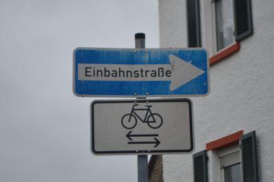 Einbahnstraße mit RAD-Gegenverkehr
