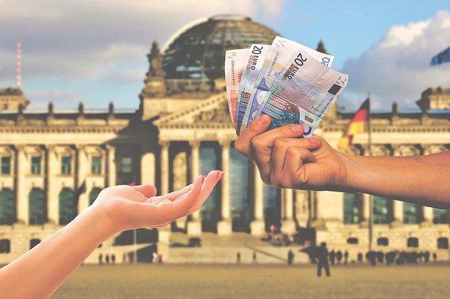 Finanzierungsüberschuss in Höhe von 295 Millionen Euro