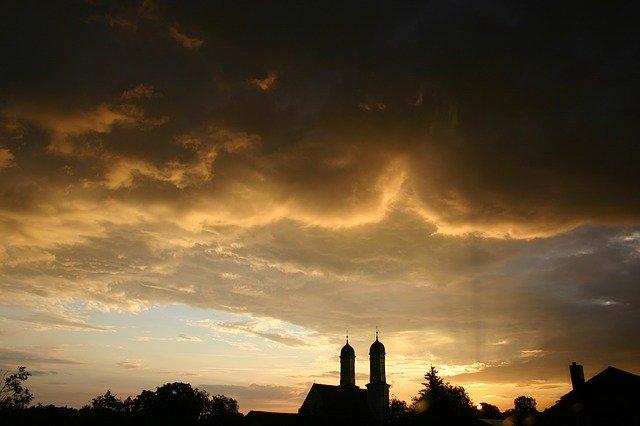 Haushalt 2021. Dunkle Wolken über Rödermmark.